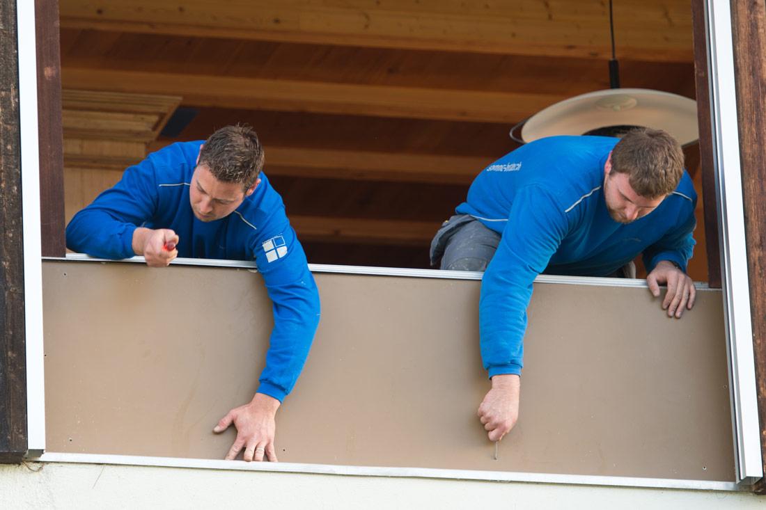 Foto von Fenstermonteure bei der Arbeit – Jobs Sommer AG