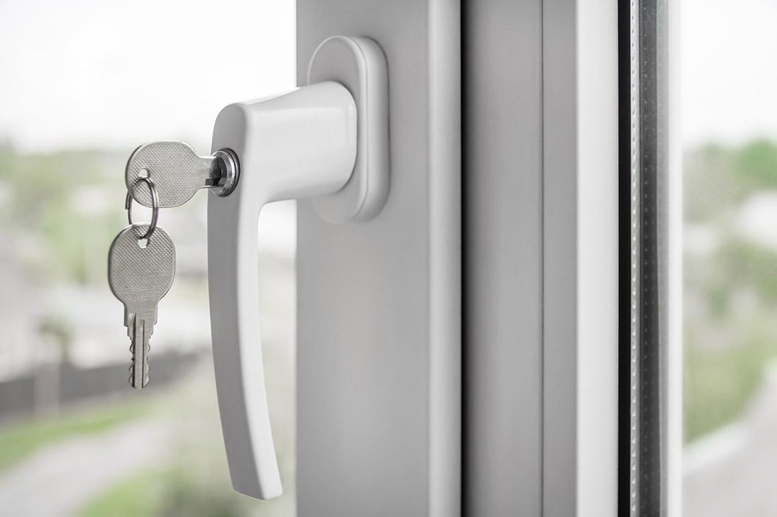 Foto von Fenster mit Einbruchschutz – Produkt Einbruchschutz Sommer AG