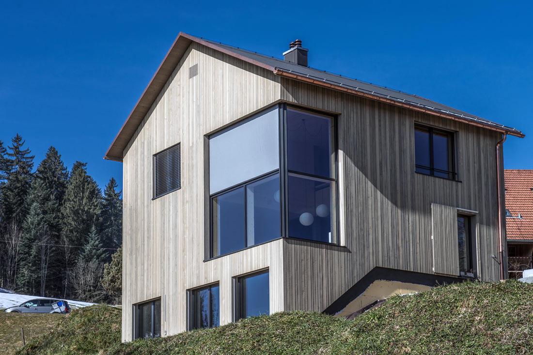 Foto von Haus mit grossen Fenstern – Produkt Fenster Sommer AG