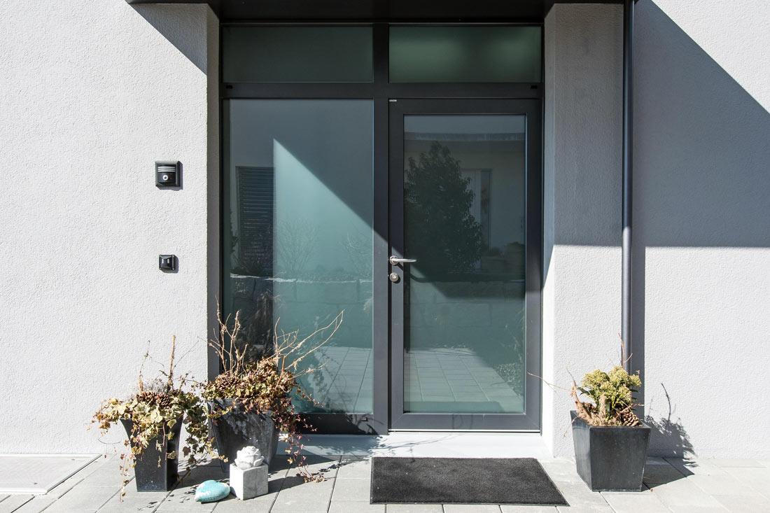 Foto von Kunststoff-Aluminium-Türen – Produkt Türen Sommer AG