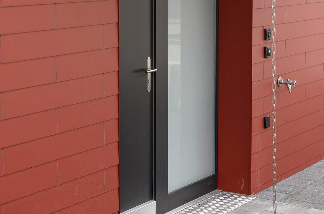 Foto von Kunststofftüre – Produkt Türen Sommer AG